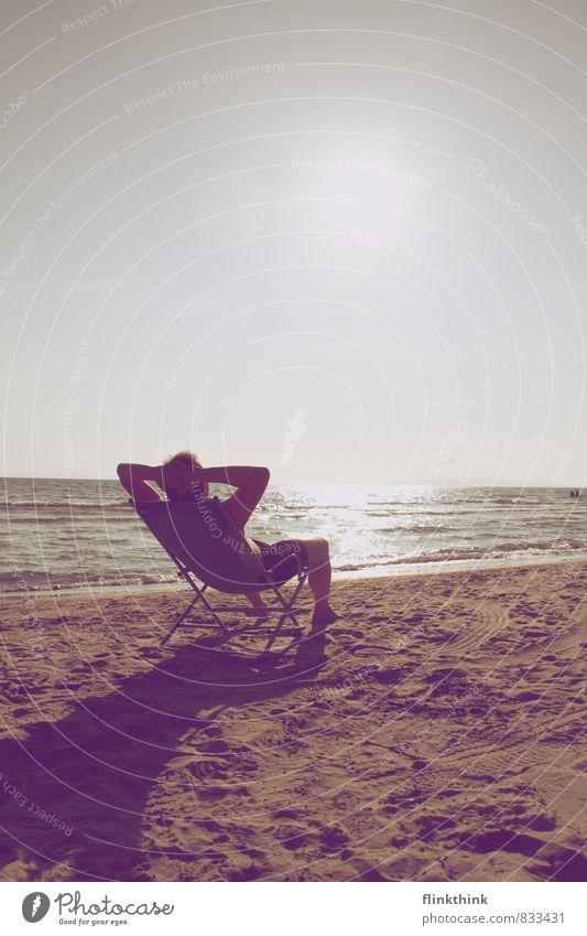 Summer time Mensch Ferien & Urlaub & Reisen Jugendliche Mann Sommer Sonne Erholung Meer 18-30 Jahre Strand Erwachsene Sand liegen maskulin Körper warten