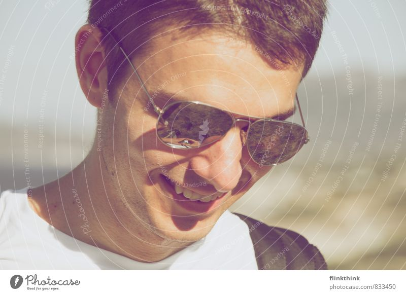 Summer time Mensch maskulin Junger Mann Jugendliche Erwachsene Kopf 13-18 Jahre Kind 18-30 Jahre Lächeln lachen Sonnenbrille Sommerurlaub sportlich hiking