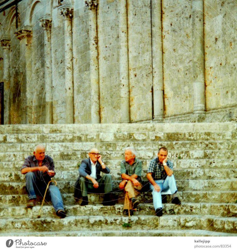 griechischer wein Mann Senior Erholung sprechen Freundschaft Mensch warten sitzen Treppe Pause Zeit historisch Griechenland antik Siesta Altstadt