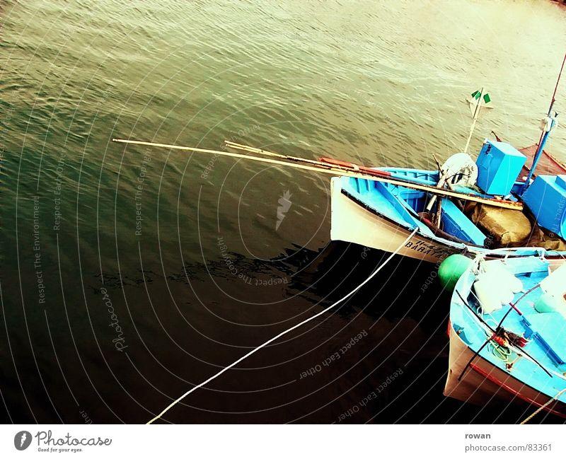 blaugrün See Angelgerät Meer wellig Wasserfahrzeug Holz klein Azoren Portugal Fischer Angler Angelrute Fischerboot Schnur ruhig Unendlichkeit Physik Sommer