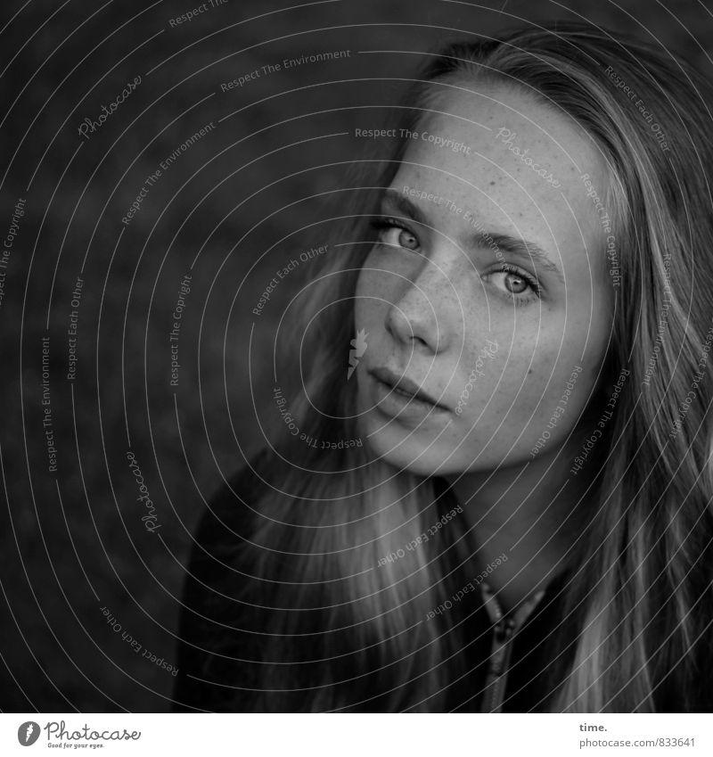 . Mensch schön ruhig Gefühle feminin Zufriedenheit blond authentisch beobachten Vertrauen Gelassenheit Wachsamkeit langhaarig Respekt Vorsicht Schüchternheit