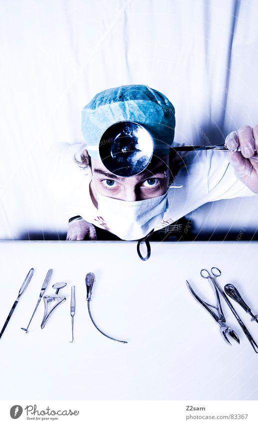 """doctor """"kuddl"""" - sui Auge Gesundheitswesen Arzt Spiegel Krankenhaus Werkzeug Handschuhe Mundschutz Operation Angriff Zange geradeaus klemmen Chirurg Skalpell"""