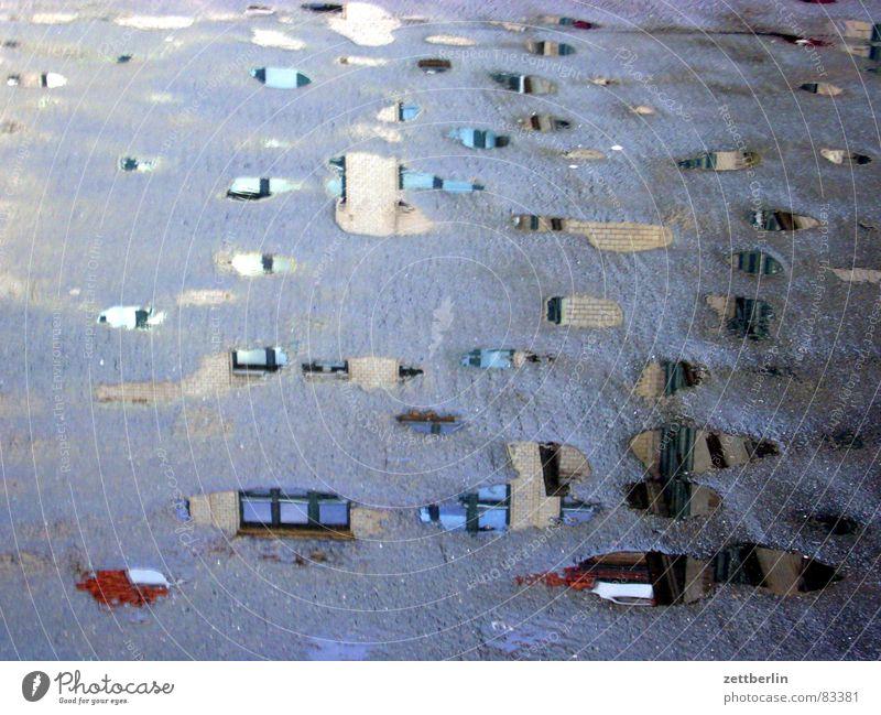 Pfützen Wasser Haus grau Regen Asphalt Toilette Verkehrswege Straßenbelag Pfütze Reinigen Tarnung Kreuzberg Hauptstelle Frühjahrsputz Gewitterregen