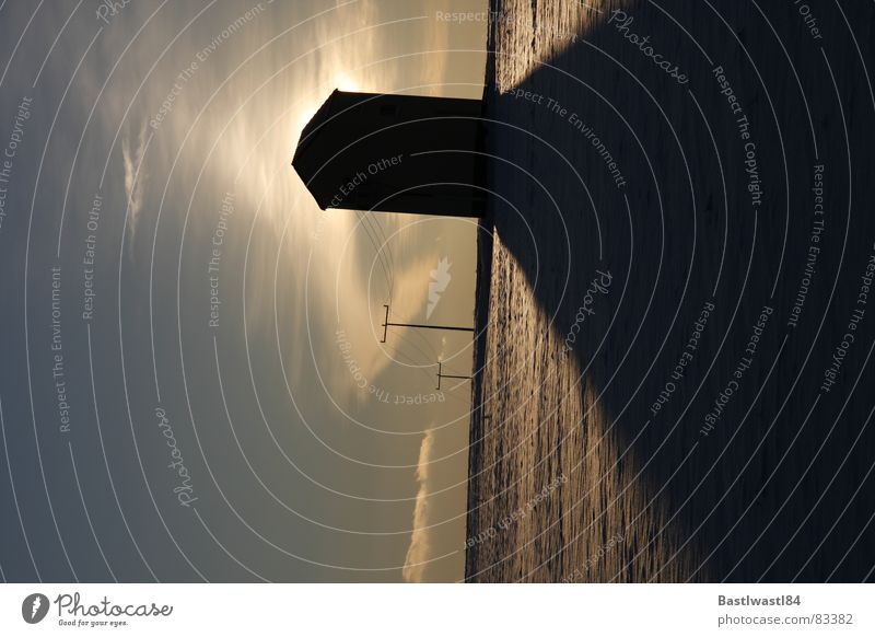 Trafohäuschen Sonnenuntergang Gegenlicht Strommast Hochspannungsleitung Wolken Schatten Dämmerung verdunkeln Abend Winter Schnee Himmel Abenddämmerung snow