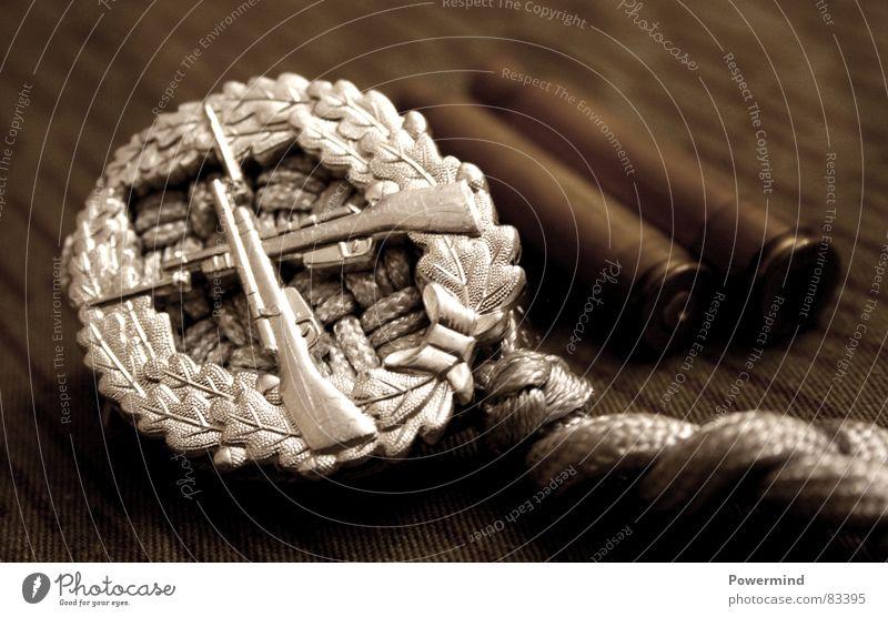 AbGeschossen Armee Plakette Uniform historisch Aluminium Gewehr Schußwaffen Kaliber schießen Truppe Medaille Wahrzeichen Bildart & Bildgenre Vergangenheit Macht