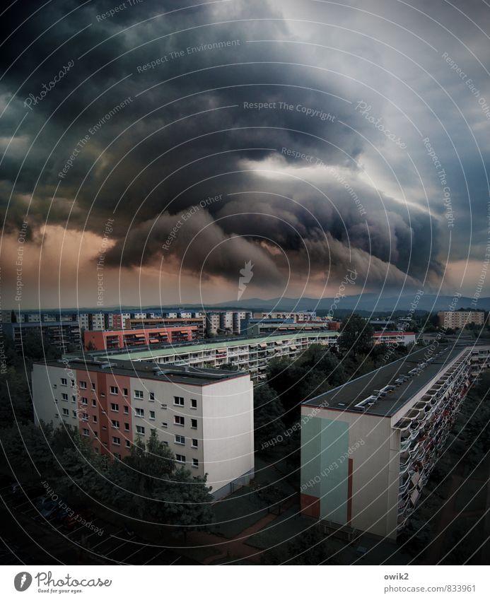 Blockbuster Natur Urelemente Luft Gewitterwolken Horizont Klimawandel Wetter schlechtes Wetter Sturm Bautzen Deutschland Kleinstadt Stadtrand bevölkert Haus