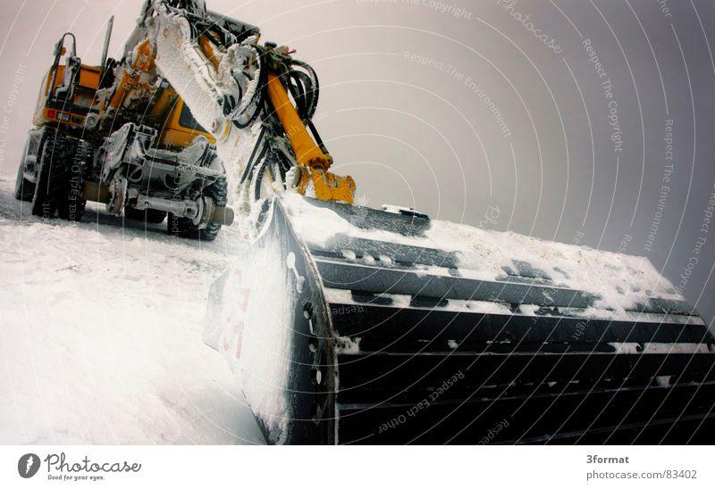 bagger01 Winter kalt Schnee Eis Kraft Macht Baustelle Gewalt Maschine bewegungslos hart extrem Bagger Koloss Schaufel