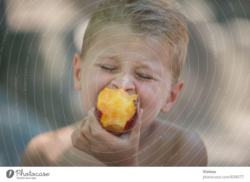 Vitamine :-) Kind Bruder Kindheit Jugendliche Kopf 8-13 Jahre Essen Gesundheit lecker saftig Pfirsich Genießer Porträt geschlossene Augen