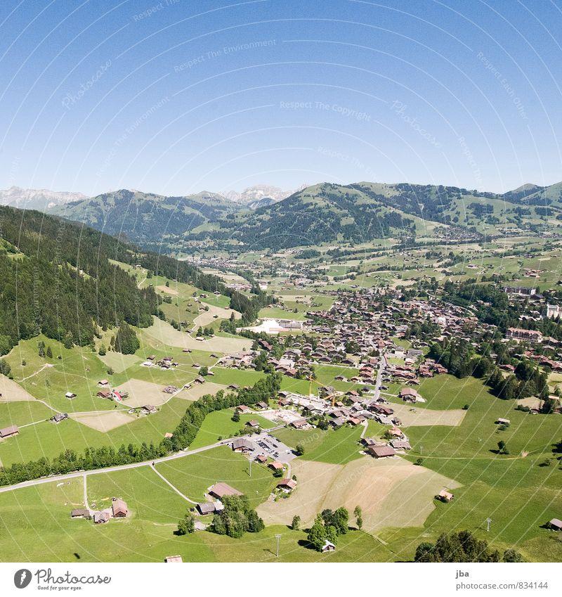 Saanen-Gstaad Himmel Sommer Erholung ruhig Landschaft Berge u. Gebirge Sport fliegen Luft Luftverkehr Ausflug Schönes Wetter Abenteuer Alpen Dorf Wohlgefühl