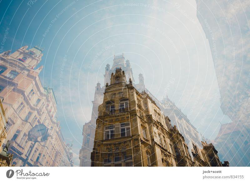 mehr als nur Fassade Architektur Wolkenloser Himmel Prag Altstadt Eckgebäude Uhr historisch Nostalgie Doppelbelichtung Weltkulturerbe doppelt gemoppelt