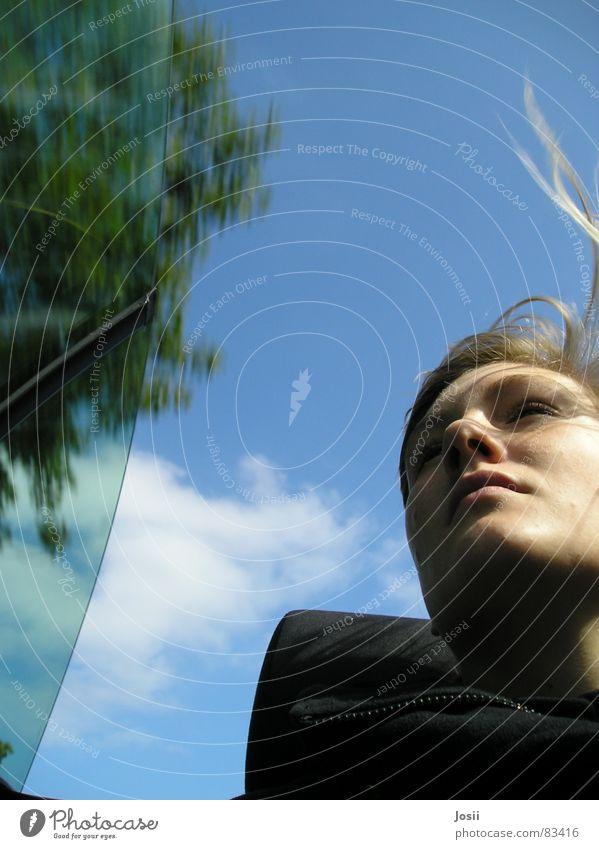 Offenfahren Käfer Geschwindigkeit schön Autobahn Wolken schlechtes Wetter gelb Wischen Bewegung Wagen Schatten PKW Froschperspektive Freude beetle blau Himmel