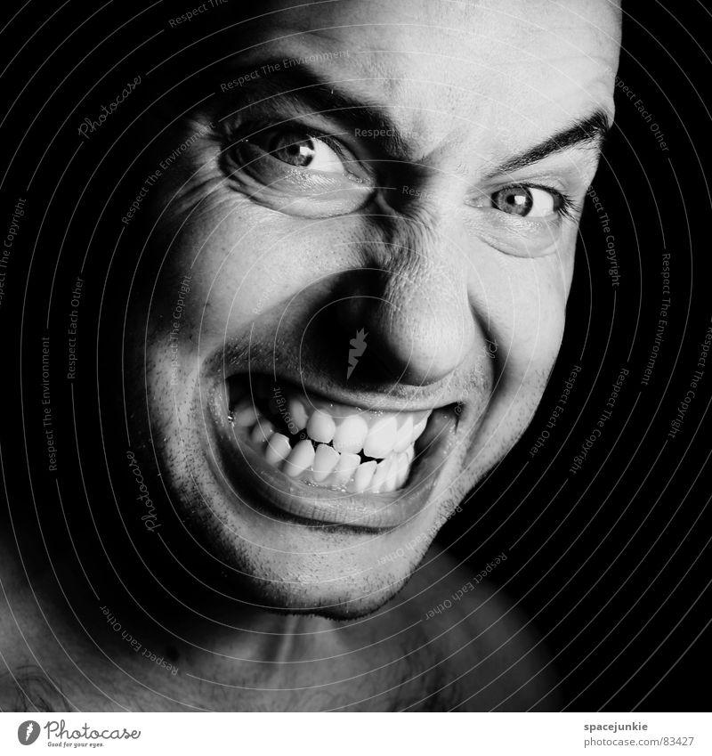 Anger Ärger böse Aggression Freak Porträt Wut Rüpel unfair Biest herzlos Choleriker leicht erregbarer Mensch Gesicht Schwarzweißfoto übeltäter