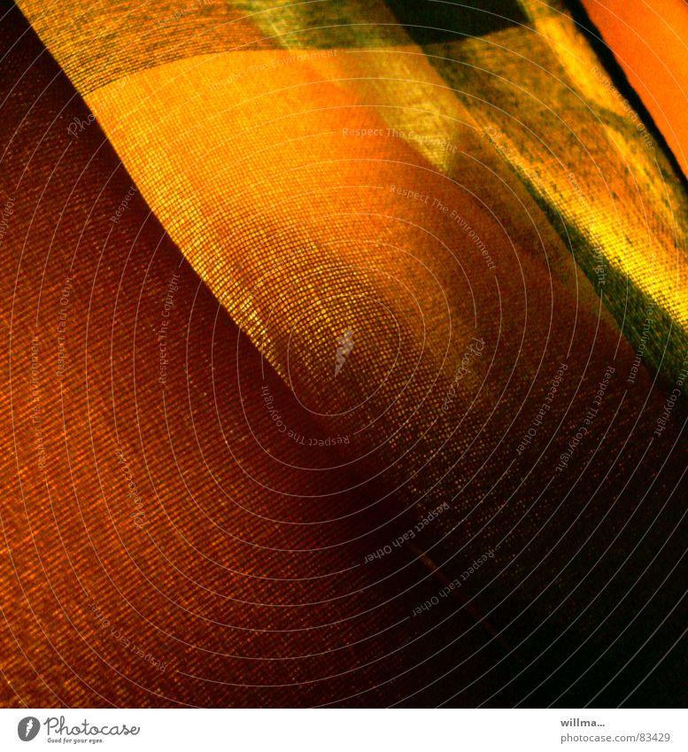 - wärme - II gelb Farbe dunkel Wärme Lampe orange Zufriedenheit Beleuchtung Stoff weich Falte Freundlichkeit gemütlich Wohlgefühl harmonisch Schal