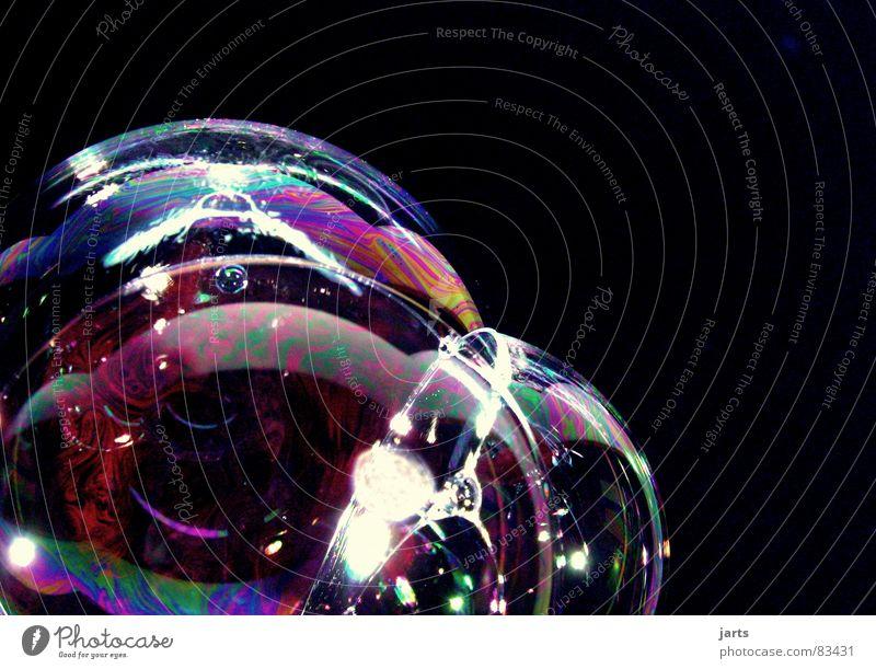 Bunte Blasen Welten IV regenbogenfarben Seifenblase mehrfarbig Regenbogen Luft Schweben glänzend blasen prächtig Makroaufnahme Nahaufnahme Farbe
