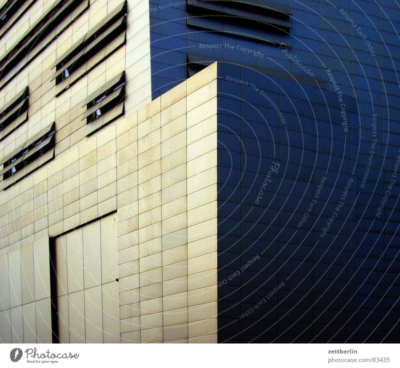 Potsdamer Platz Lüftungsschlitz Haus abweisend geschlossen Fenster Schlitz Luke modern Belüftung Luftzufuhr Fassade Moderne Architektur Kolossalbau