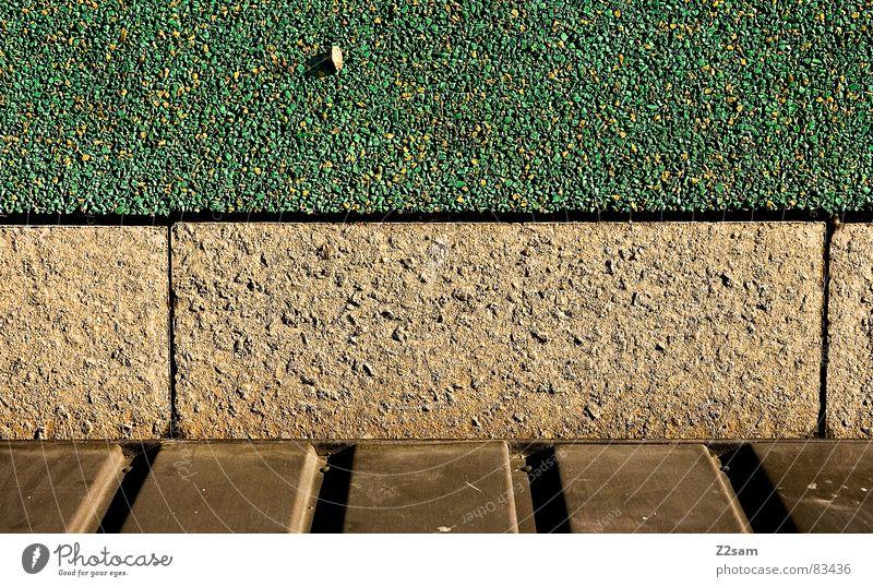 stein auf stein grün gelb Farbe Stein Linie Architektur gold Bodenbelag liegen Holzbrett Kanu Teer Kieselsteine Lamelle rau Bronze