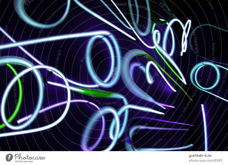 wattens 02 grün blau dunkel Bewegung Kreis rund Messe Neonlicht Ausstellung Verwirbelung