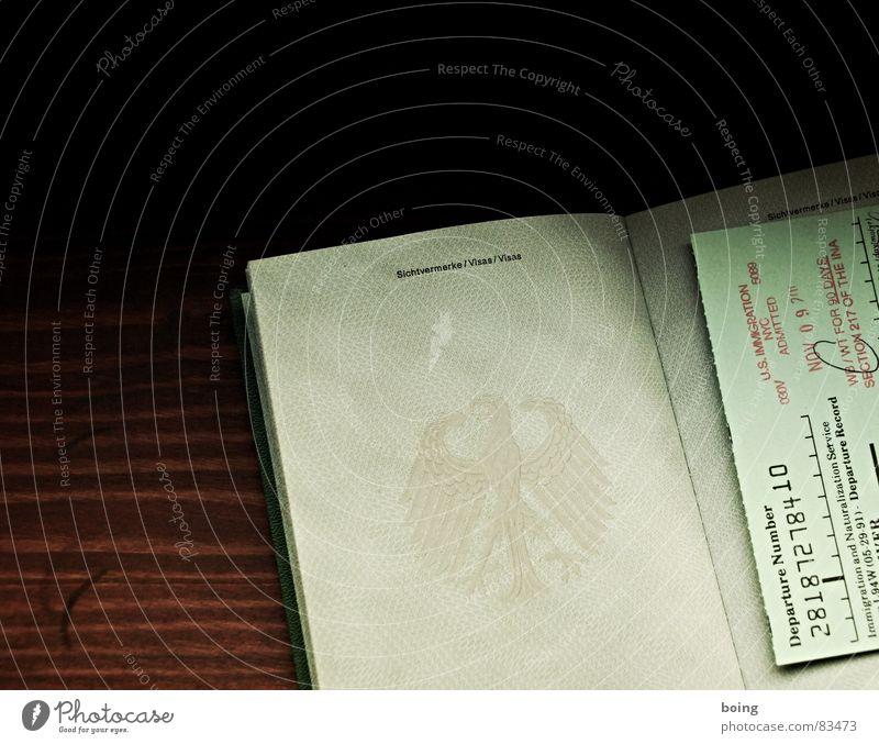 Du Auslandsmann? Du Brain Drain? Auswanderer Schriftstück Ausweis Migration Personalausweis Grenze Reisepass Zufluchtsort Politik & Staat Flüchtlinge