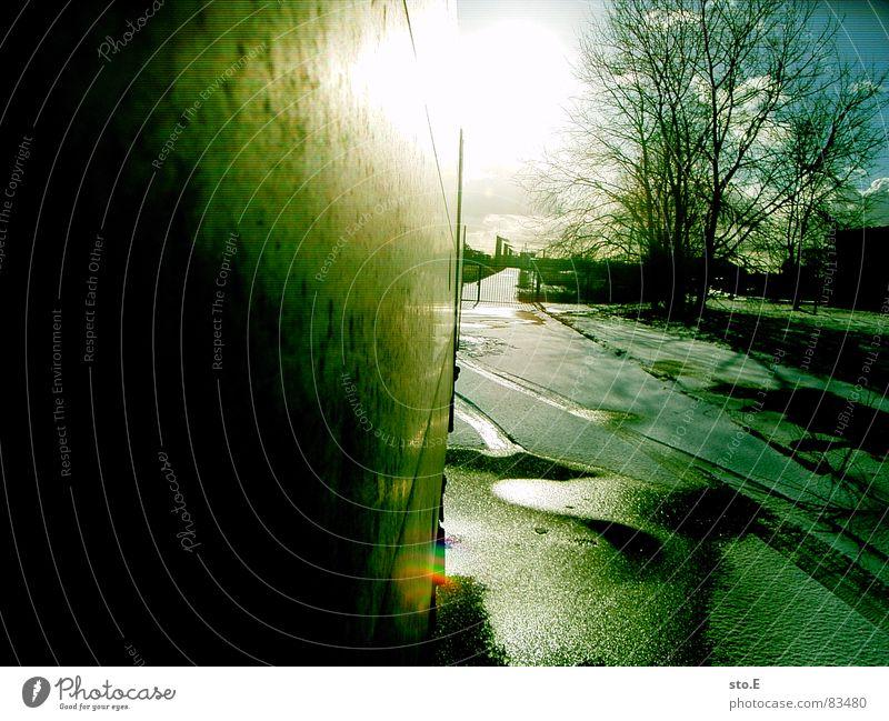 ^cie koloro Straße Sonne Sonnenlicht Gegenlicht Lastwagen Detailaufnahme Bildausschnitt Anschnitt grell Leuchtkraft Menschenleer Straßenverkehr unterwegs