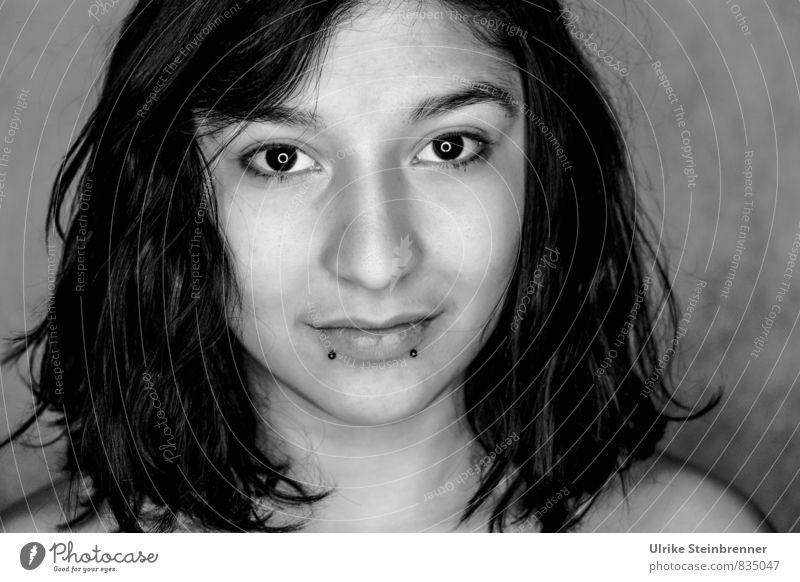 Deep Eye Contact Lifestyle Stil schön Gesicht Mensch feminin Junge Frau Jugendliche Erwachsene Leben Haare & Frisuren Auge 1 18-30 Jahre schwarzhaarig