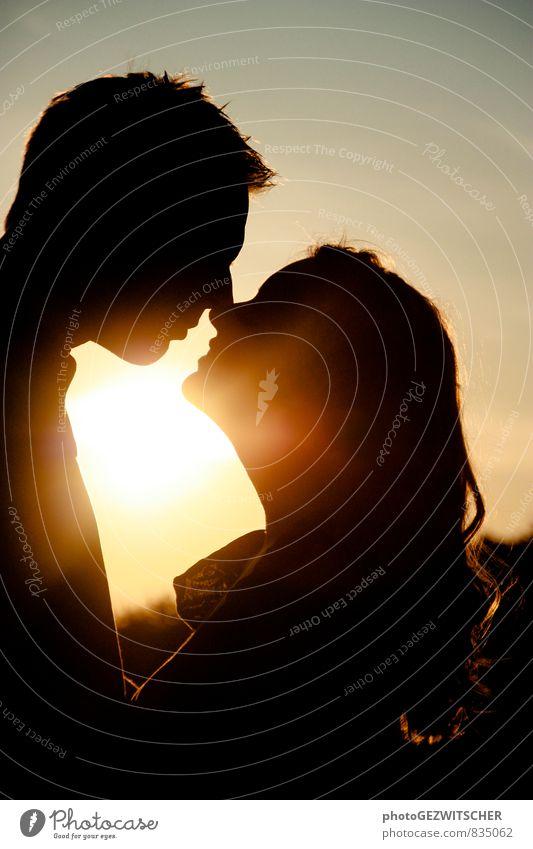 Liebespaar Mensch maskulin feminin Junge Frau Jugendliche Junger Mann Partner Erwachsene Leben 2 18-30 Jahre Küssen Lächeln Stimmung Glück Frühlingsgefühle