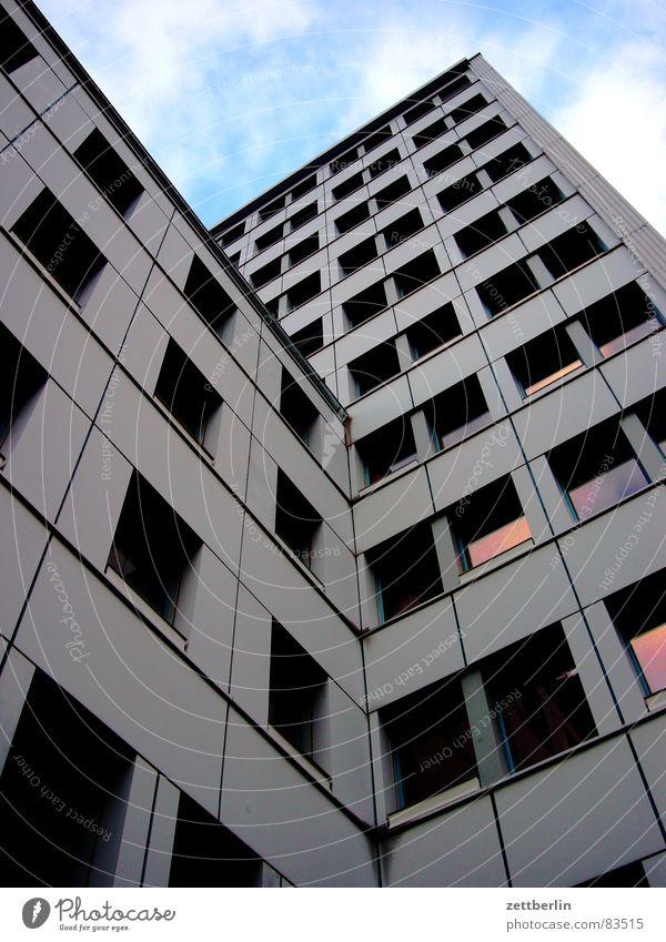 Rathaus Kreuzberg Berlin Fenster Glas Fassade Reihe Plattenbau Verwaltung Fensterbrett Neubau Fenstersims Wohnhochhaus Bürgermeister