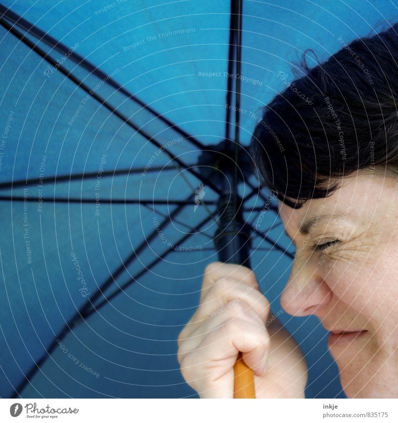 Q wie Qackwetter Lifestyle Freizeit & Hobby Ausflug Frau Erwachsene Leben Gesicht Hand 1 Mensch 30-45 Jahre Klima Klimawandel Wetter schlechtes Wetter Sturm