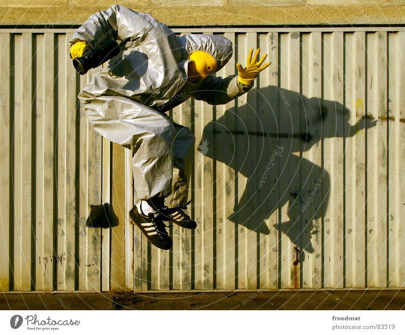 grau™ - schattenboxen Freude gelb springen grau Kunst lustig fliegen verrückt Maske Tor Anzug dumm Surrealismus Garage Video Gummi