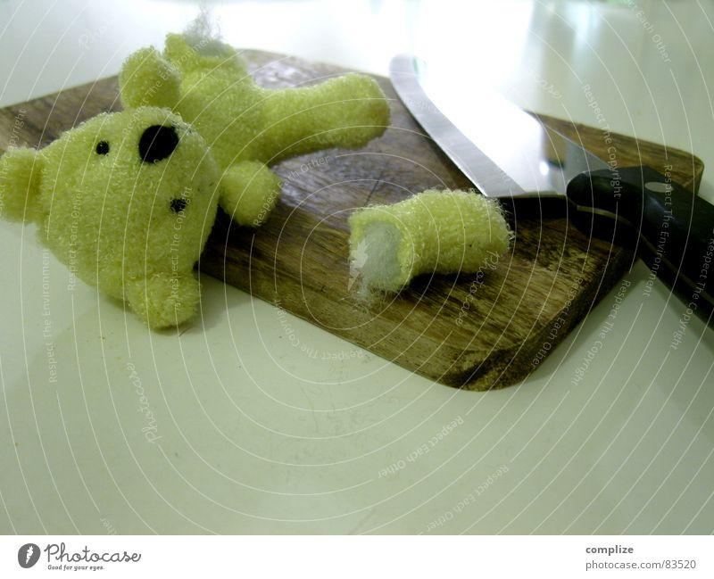 immer auf die Kleinen... Zerstörung kürzen Teddybär abschneiden Operation Stofftiere Spielzeug unfair herzlos Körperverletzung grausam kalt böse