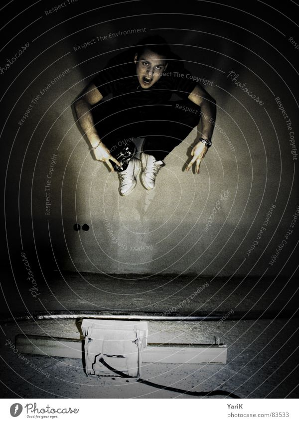 jumping jack II Kranich springen Belichtung Langzeitbelichtung Bühnenbeleuchtung Lampe 3 Schweben Vogel Schlagschatten Wand hüpfen dunkel Spielen