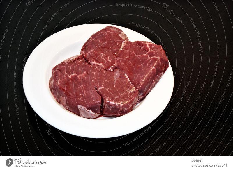 etwas Sein, etwas Schein, etwas Schwein Schweinefilet Rindfleisch Rumpsteak Steak Fleisch roh Englisch rosa Küche Teller Braten Handwerk Gastronomie Kalbfleisch