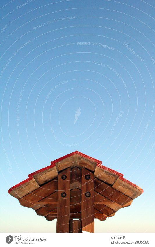 Himmel überm Dach Ausflug Freiheit Sommer Sommerurlaub Sonne Strand Häusliches Leben Traumhaus Garten Hausbau Dachboden Kindergarten Schulhof Schulkind Schüler