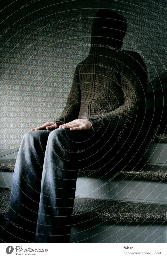 AUSSITZEN/AUSSETZEN Mann Einsamkeit Haus Gesicht kalt Tod Stein Treppe Eis Angst Perspektive Trauer Glaube Treppenhaus Verzweiflung Tapete