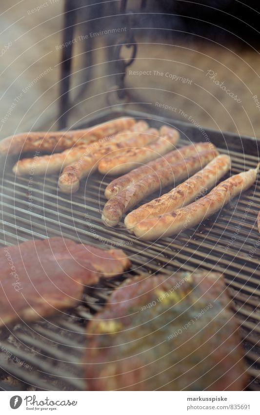 Barbecue & Grillen Lebensmittel Fleisch Wurstwaren Ernährung Essen Abendessen Büffet Brunch Picknick Fastfood Bratwurst Steak Schweinefilet Grillrost Rauch
