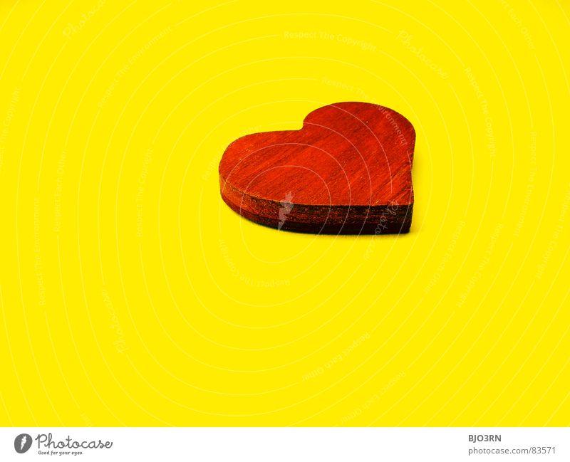 Zeit Für Grosse Gefühle rot Liebe gelb Farbe Holz klein Herz Kitsch Dinge Digitalfotografie Valentinstag Miniatur Symbole & Metaphern Querformat herzförmig