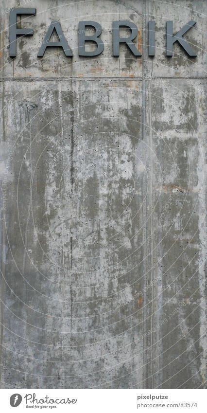 FABRIK teil zwei. Logo Firmenimage firmenintern Kapern Fabrik Beton Mauer massiv Stabilität Buchstaben Typographie Macht Quadrat Wand Arbeit & Erwerbstätigkeit