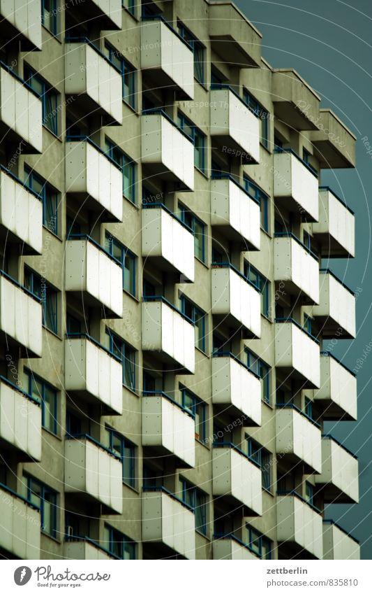 Wohnhochhaus Architektur Berlin Stadt Deutschland Hauptstadt Sommer Städtereise Tourismus Wahrzeichen Mitte Haus Hochhaus Bürogebäude Balkon Quader Ecke eckig