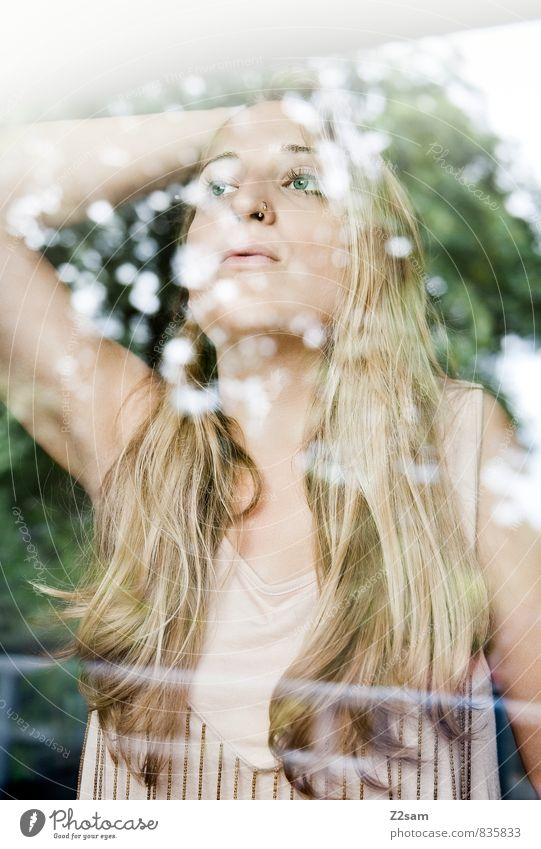 Tagträumerin Frau Natur Jugendliche schön Sommer Baum ruhig Mädchen 18-30 Jahre Erwachsene Traurigkeit feminin Liebe Denken träumen Lifestyle