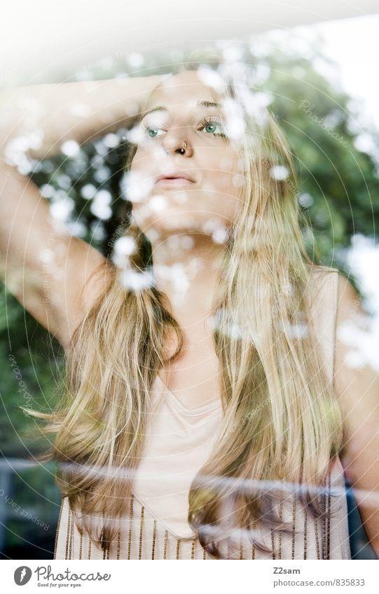 Tagträumerin Lifestyle elegant schön Mädchen Frau Erwachsene 18-30 Jahre Jugendliche Natur Sommer Baum Sträucher Kleid Piercing blond langhaarig Denken Liebe