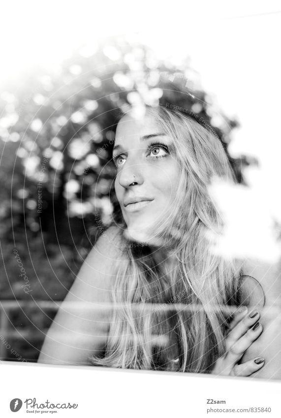 schön wars! Frau Natur Jugendliche Sommer Sonne Baum Mädchen 18-30 Jahre Erwachsene feminin Glück Denken lachen träumen Lifestyle