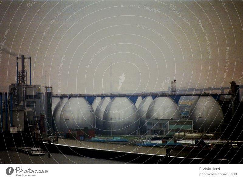 Hamburger Easter Eggs Nebel Industrie Aussicht Hafen Elbe Vignettierung schlechtes Wetter Altona Klärwerk