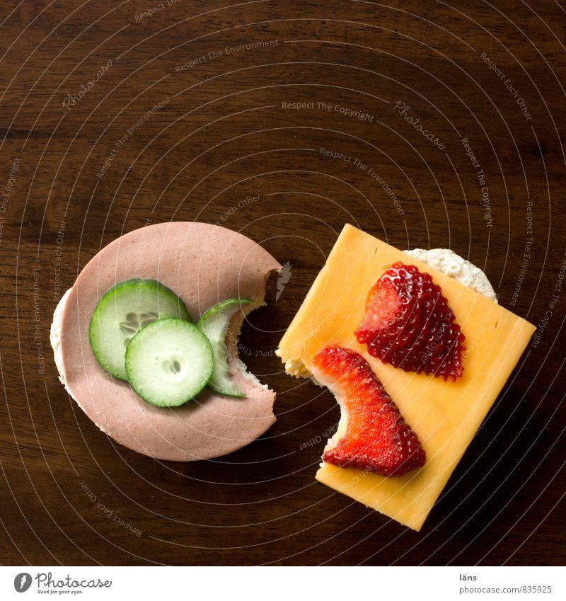 Frühstück Essen Lebensmittel braun Dekoration & Verzierung Ernährung Tisch Gastronomie Appetit & Hunger Brötchen Erdbeeren Käse Festessen Wurstwaren beißen