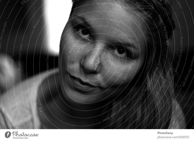 schmitz Katze. Mensch feminin Junge Frau Jugendliche Kopf Gesicht Auge Nase Mund 1 18-30 Jahre Erwachsene Lächeln leuchten frech Freundlichkeit grau schwarz
