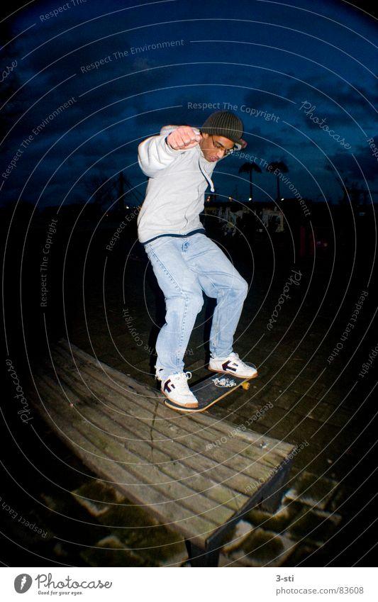 Rollbrett Rutsche Bewegung Sliden nerven rutschen Skateboarding Nacht dunkel Freizeit & Hobby Sport Stil Fischauge Weitwinkel Lust Freude