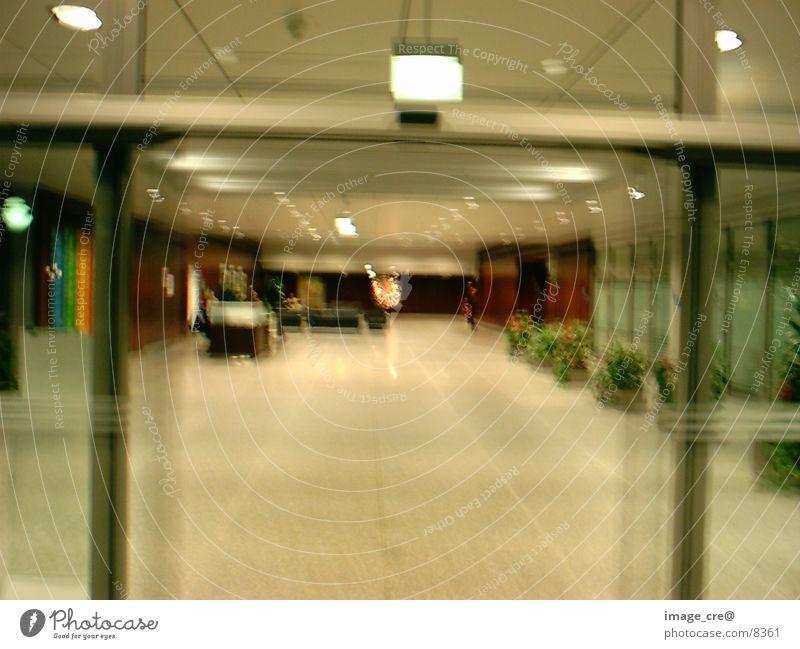 Empfangshalle Schalterhalle Bewegungsunschärfe Fototechnik Begrüßung Lagerhalle Unschärfe