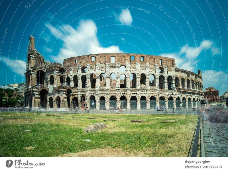 Das Kolosseum in Rom Ferien & Urlaub & Reisen Sommer Stadion Theater Kultur Himmel Gras Ruine Gebäude Architektur Denkmal Stein alt historisch blau Italien