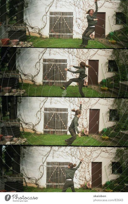schabernack Freude Spielen Bewegung Haare & Frisuren springen Garten Beine lustig Tanzen Wildtier Arme außergewöhnlich frei Aktion verrückt Fröhlichkeit