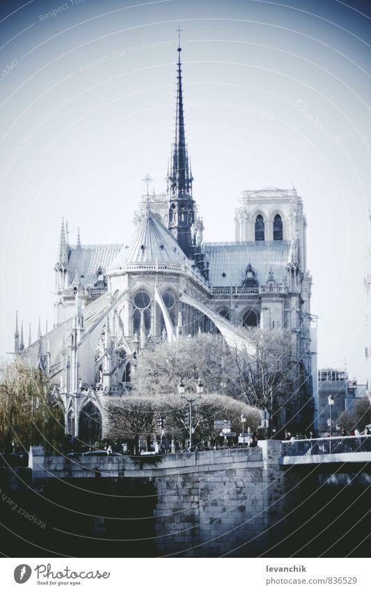 Notre Dame Tourismus Ausflug Mensch blau Gebäude Architektur Paris Farbfoto Außenaufnahme Licht Schatten Kontrast