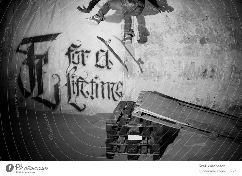 For a Lifetime 02 springen Skateboarding Lagerhalle Fußballer Salto Lagerhaus Extremsport Kickflip