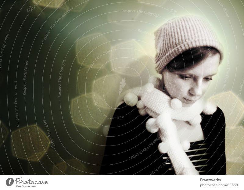 felsenleicht & federschwer... Gefühle Trauer Denken Gedanke träumen Schal Mütze Frau Licht Erfinden besinnlich Traurigkeit Stern (Symbol) reflektionen